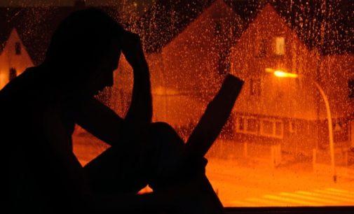 Creyentes (y no creyentes) buscan un cura de madrugada como última salida al suicidio