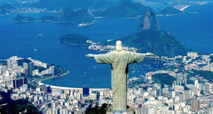 """Río de Janeiro: """"Amigos del Cristo Redentor"""" piden un abrazo para conservarlo"""