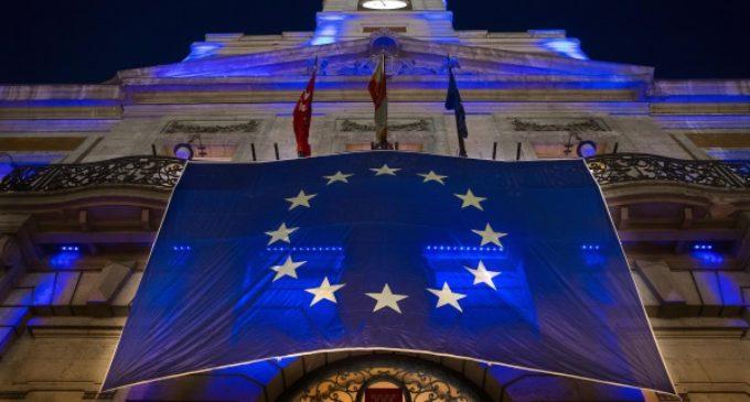 La Real Casa de Correos se iluminó de azul para celebrar el Día de Europa