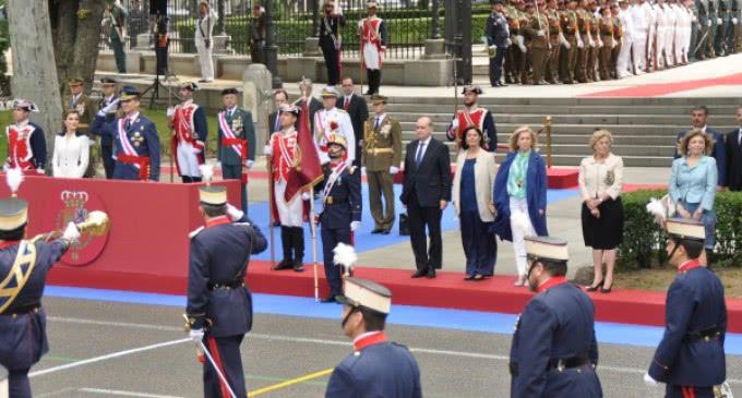 Hidalgo acompaña a SS.MM. Los Reyes en el acto principal del Día de las Fuerzas Armadas