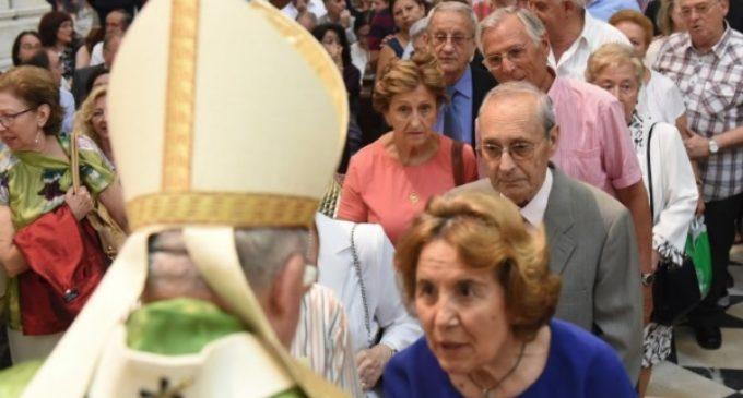 El cardenal Osoro a los abuelos de Madrid: «En el Hogar de Nazaret también estaban muy presentes Joaquín y Ana»
