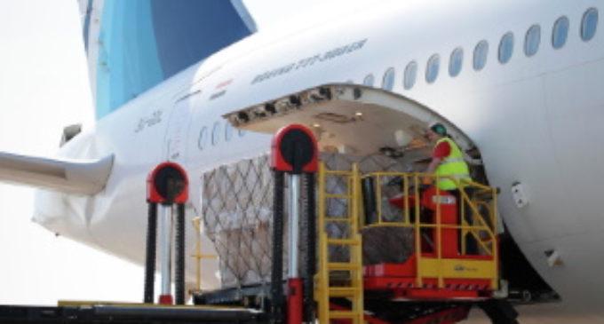 La Comunidad recibe el 19º avión en dos meses cargado con material médico para afrontar el COVID-19