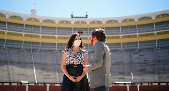 Díaz Ayuso defiende la tauromaquia y firma un protocolo con el Ayto. de Madrid para protegerla como patrimonio cultural