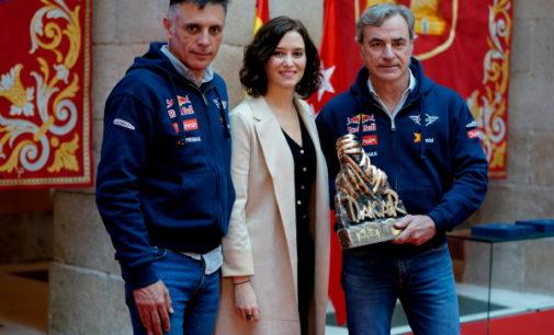 Díaz Ayuso felicita a Carlos Sainz y Lucas Cruz por su triunfo en el Rally Dakar 2020