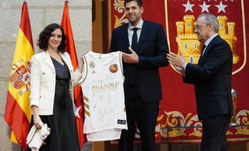 Díaz Ayuso felicita al Real Madrid de Baloncesto, flamante campeón de la Copa del Rey 2020