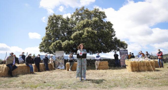 Díaz Ayuso presenta un proyecto de comercio online lanzado por jóvenes ganaderos de la Sierra Norte