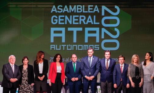 Díaz Ayuso respalda el papel fundamental de los autónomos para la economía madrileña