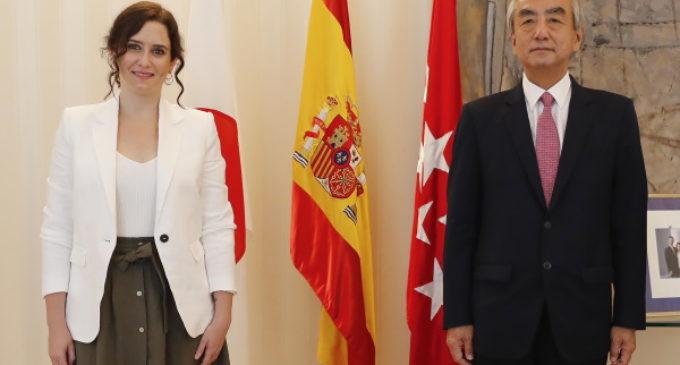 Díaz Ayuso retoma la colaboración institucional con las embajadas en un encuentro con Japón
