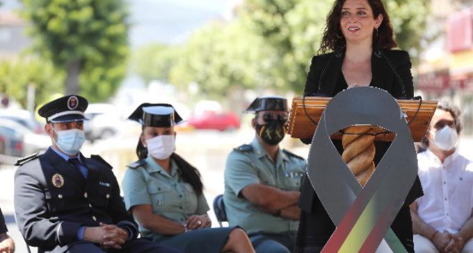 Díaz Ayuso rinde homenaje a las víctimas del COVID-19 y reconoce el papel de las fuerzas y cuerpos de seguridad