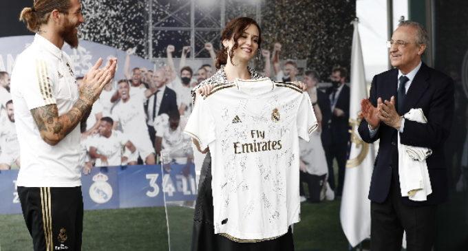 """Díaz Ayuso celebra la 34ª Liga con el Real Madrid, """"sinónimo de esfuerzo, superación y victoria"""""""