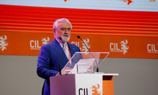El director de la RAE presenta en el Congreso de la Lengua los 'Autógrafos de Miguel de Cervantes'
