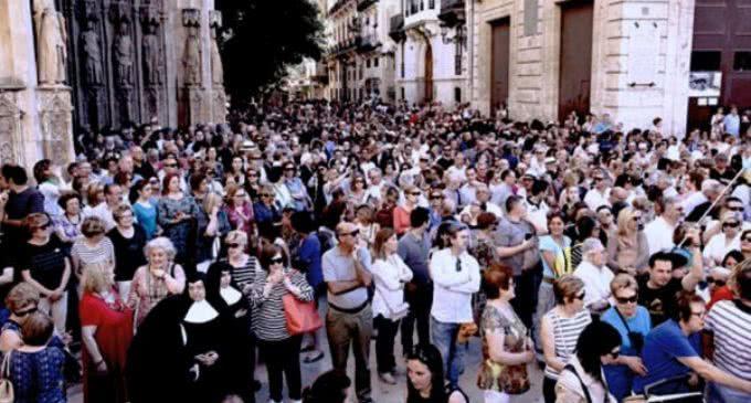 Valencia: Miles de fieles acuden al acto de desagravio a la Virgen