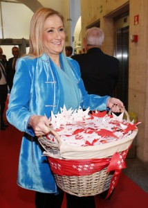 CIFUENTES visita la casa de los Reyes Mayos para entregarles las estrellas que los madrileños colgaron en el Bosque de los Deseos. Foto: D.Sinova / Comunidad de Madrid