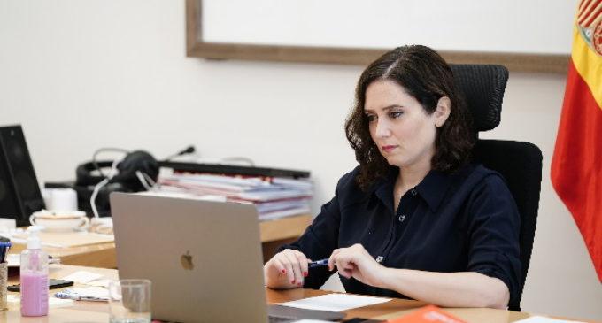 Díaz Ayuso apoya los proyectos de la Asamblea por una Escuela Bilingüe en defensa del español