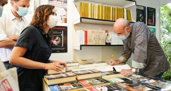 Díaz Ayuso celebra el reencuentro de librerías, editoriales y autores con los ciudadanos en la 80º edición de la Feria del Libro de Madrid