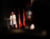 """Díaz Ayuso defiende el periodismo para una """"democracia de calidad"""" y alerta de los peligros de la desinformación"""