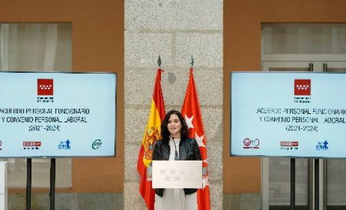 Díaz Ayuso firma con los sindicatos dos acuerdos para regular las condiciones del personal laboral y funcionario