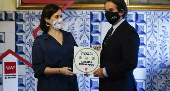 Díaz Ayuso entrega a Casa Botín, el sello Garantía Madrid que identifica a los restaurantes con medidas antiCOVID-19