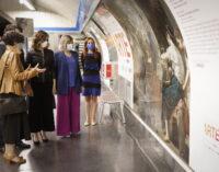 """Díaz Ayuso presenta las nuevas pinturas que decoran la Estación del Arte de Metro y que buscan """"acercar a los viajeros nuestra gran riqueza cultural e histórica"""""""