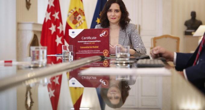 Díaz Ayuso recibe el premio Región Emprendedora Europea 2021-2022 concedido a la Comunidad de Madrid por la UE