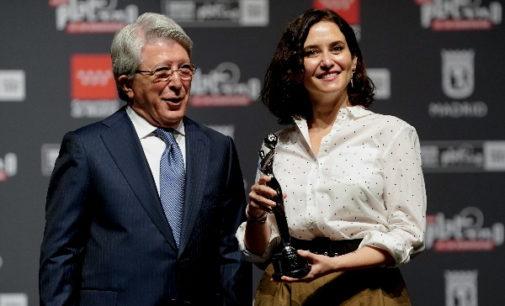 Díaz Ayuso recibe el reconocimiento de los Premios Platino por apoyar cine y cultura iberoamericana