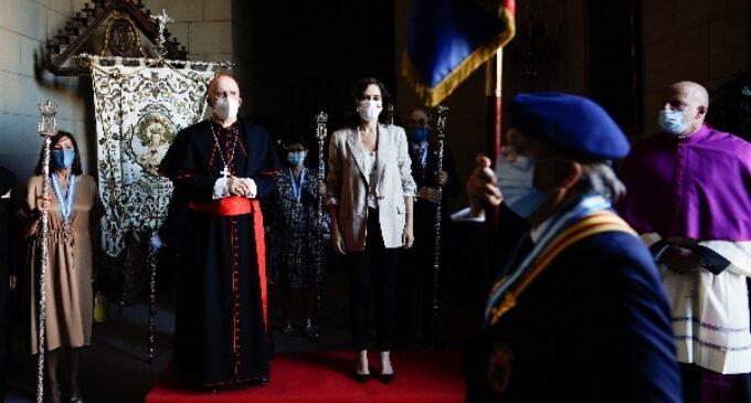 Díaz Ayuso recibe la medalla de plata de la Real e Ilustre Esclavitud de Santa María la Real de la Almudena