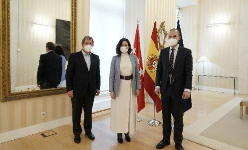 Díaz Ayuso se reúne con los alcaldes de Majadahonda y Villanueva de la Cañada