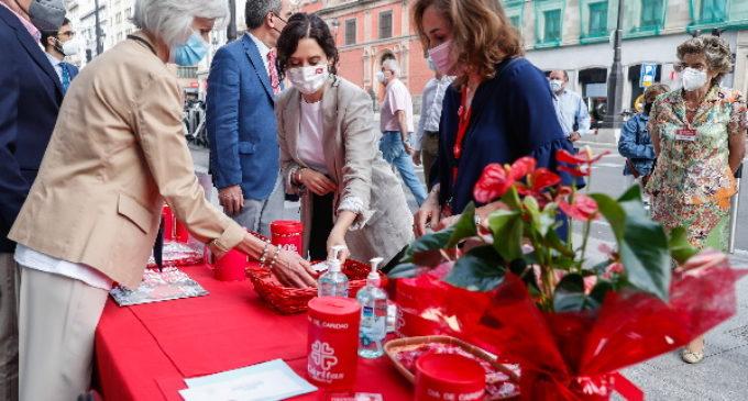 Isabel Díaz Ayuso traslada el apoyo de la Comunidad de Madrid al trabajo de Cáritas con familias vulnerables