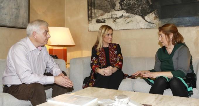 """Cifuentes expresa a los padres de Diego González su compromiso de """"llegar hasta el final"""" en la investigación"""