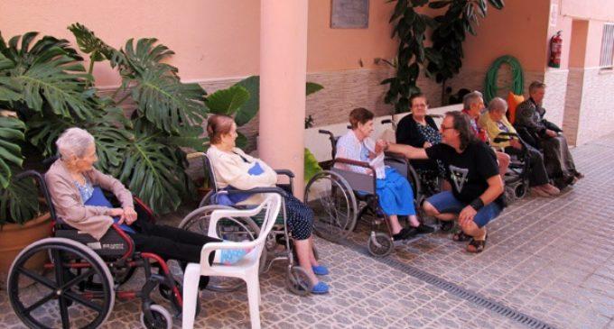 Juan José Pulido, capellán de la residencia Santa Isabel: No al abandono en residencias. «En verano hay que estar con los abuelos»