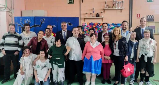 La Comunidad promueve las habilidades artísticas de personas con discapacidad intelectual en centros ocupacionales