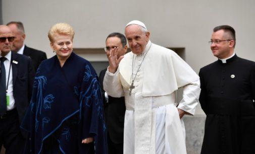 Lituania: El Papa invita a buscar políticas que incentiven a los jóvenes