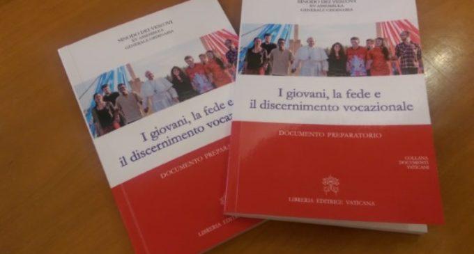 El Vaticano presenta el documento preparatorio para el Sínodo sobre los jóvenes
