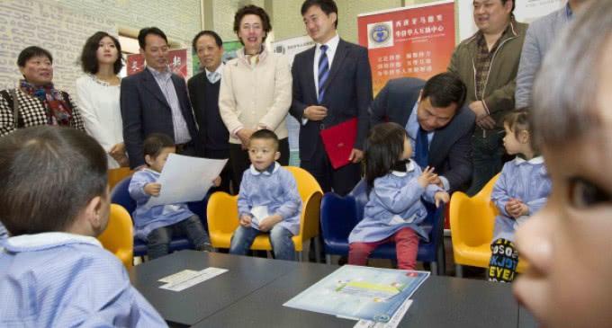 La Biblioteca José Hierro de la Comunidad de Madrid recibe 300 libros en chino donados por el Gobierno de ese país
