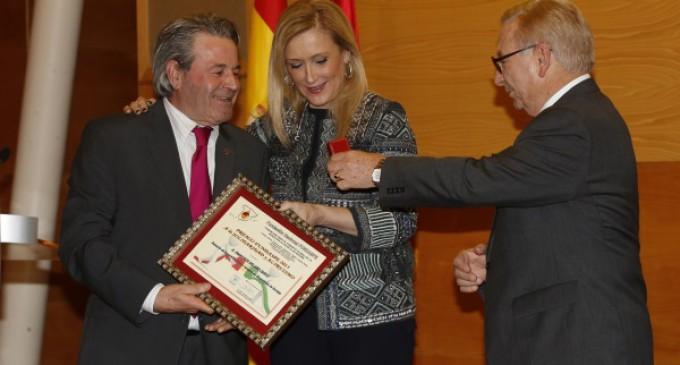 Cifuentes hace un llamamiento a los madrileños para donar sangre en la Campaña de Navidad