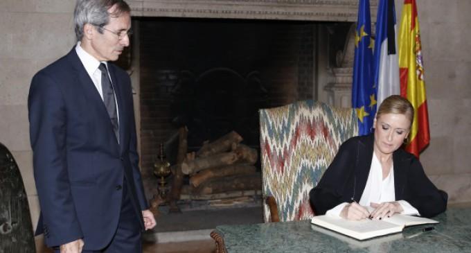 Cifuentes traslada al embajador francés la solidaridad del pueblo madrileño