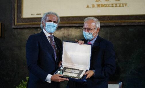 El Colegio de Médicos premia la gestión de la Comunidad de Madrid durante la pandemia por COVID-19