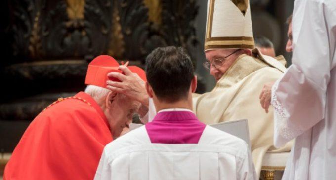 """El Papa pide a los nuevos cardenales que """"amen, hagan el bien, bendigan y rueguen"""""""