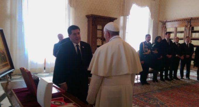 Francisco se reúne con el presidente de Paraguay