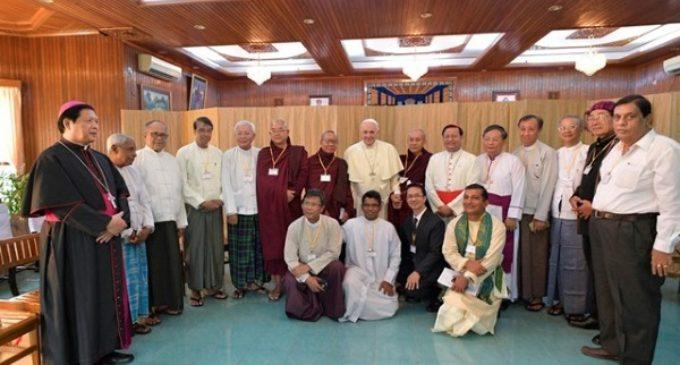 """Yangon, Myanmar: Encuentro con líderes religiosos: """"¡No tengamos miedo a las diferencias!"""""""