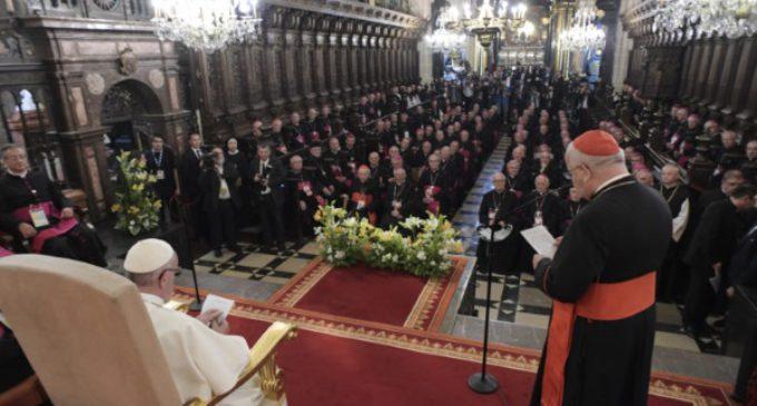 Francisco se reúne con los obispos polacos en la histórica catedral de Cracovia