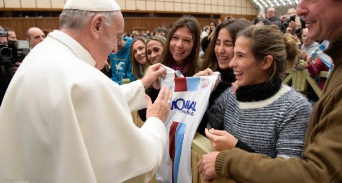 """El Papa en la audiencia: """"Las mujeres son más valientes que los hombres"""""""