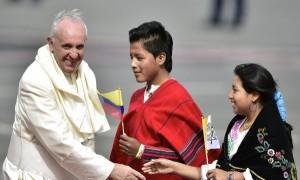 El Papa lle3ga a Quito 2