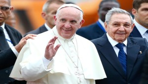 El Papa reibido por Castro
