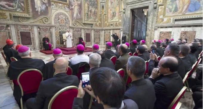 Francisco: La santificación del sacerdote está estrechamente ligada a la de su pueblo