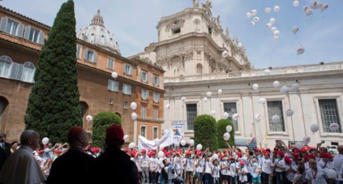 """Llega al Vaticano el """"Tren de los niños"""" que este año lleva por lema """"Traídos por las olas"""""""