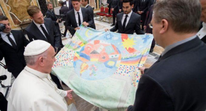 """El Papa recuerda que el deporte requiere """"respeto por el prójimo"""" y """"espíritu de equipo"""""""