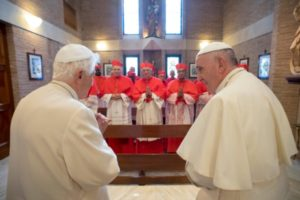 el-papa-y-los-nuevos-cardenales-visitan-a-benedicto-xvi-osservatore-romano