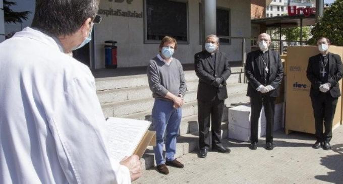 El nuncio y el cardenal Osoro entregan a la Orden Hospitalaria de San Juan de Dios los respiradores donados por el Papa