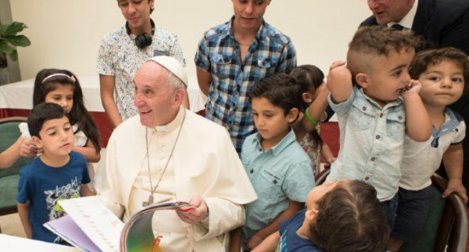 El Papa almuerza en Santa Marta con un grupo de refugiados sirios